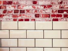 Free White Ceramic Wall Tile Beside Red Concrete Bricks Stock Images - 82949064