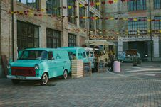 Free Green Minivan Near Brown Wooden Crate And Brown Food Truck Royalty Free Stock Photography - 82949117