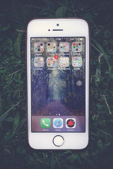 Free Silver Iphone 5 S Royalty Free Stock Photo - 82949245