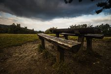 Free Picnic Table On Grass Field During Daytime Stock Images - 82949254