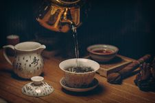 Free Gold Kettle Pouring Hot Water On Cup Of Tea Stock Photos - 82949563