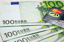 Free 100 Euro Bills Beside Mastercard Stock Images - 82949614