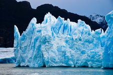 Free Ice Burg Floating On Water During Daytime Stock Photo - 82949740