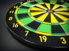Free Green Yellow And Black Dartboard Stock Photo - 82950180
