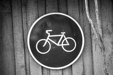 Free Black And White Bicycle Road Sign Royalty Free Stock Photo - 82950185