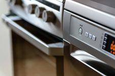 Free Modern Kitchen Cooker And Dishwasher Stock Image - 82950411