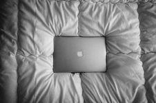 Free Computer On Bed Royalty Free Stock Photo - 82950835