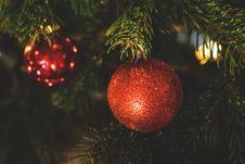 Free Decorations On Christmas Tree Stock Photo - 82951140