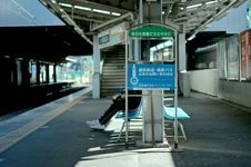 Free Commuter On Bench At Train Station Stock Photos - 82951243