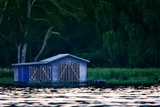 Free Blue Shed On Dock  Royalty Free Stock Photos - 82951438