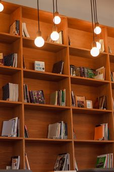 Free Books On Wooden Shelves Stock Photos - 82951583