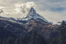 Free Clouds Over Snow Capped Peak Royalty Free Stock Photography - 82952267