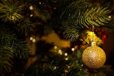 Free Gold Ornament On Christmas Tree Royalty Free Stock Image - 82952346