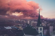 Free City Skyline Photo With Red Clouds Stock Photography - 82952612