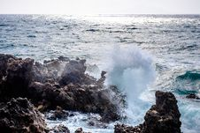 Free Waves Crashing On Rocks At Shore During Daytime Stock Images - 82953014