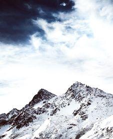 Free Snow Covered Mountain Peaks Stock Photos - 82953433