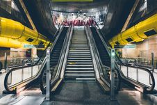 Free Escalator In Train Station Stock Photo - 82954000