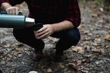 Free Man Pouring From Thermos Stock Photo - 82954010