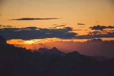 Free White Clouds And Mountains During Sunset Royalty Free Stock Photos - 82954258