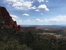Free Mountain Valley Landscape Stock Photo - 82954440