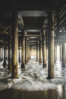 Free Waves Under Wooden Pier Stock Images - 82954454