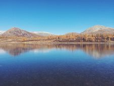 Free Hills Reflecting In Still Lake Royalty Free Stock Images - 82954869