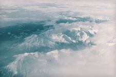 Free Snow Covered Mountain Under Heavy Clouds Stock Photo - 82955400