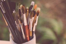 Free Pot Of Artist Paint Brushes Royalty Free Stock Photo - 82956005