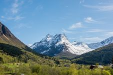 Free Snow Capped Mountain Landscape Royalty Free Stock Images - 82956069