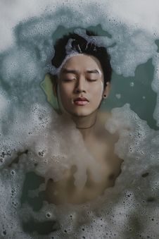 Free Man Floating In Soapy Bath Stock Photos - 82956483