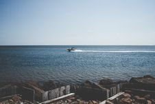 Free White Motorboat On Blue Ocean During Daytime Royalty Free Stock Photos - 82956528