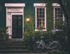 Free Bike Outside Ivy Covered House Stock Images - 82957204
