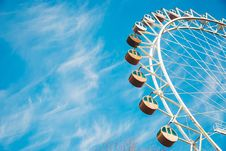 Free Cloudy Blue Sky Over Ferris Wheel Stock Images - 82957304