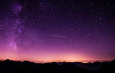 Free Shooting Star During Nighttime With Purple Sky Royalty Free Stock Photos - 82957348
