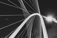 Free Suspension Cable In Black And White  Stock Photography - 82957372