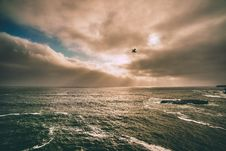Free Sunlight Through Clouds Over Waves Stock Photography - 82957702