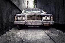 Free Vintage Car In Alleyway Stock Photo - 82958230