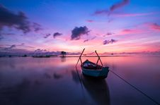 Free Boat In Still Waters, Vietnam At Sunset Royalty Free Stock Images - 82959019