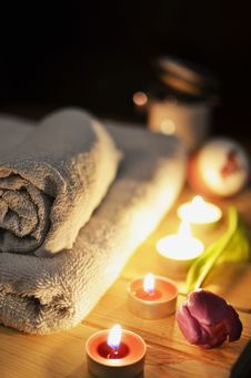 Free Towels And Candles Royalty Free Stock Photography - 82959067