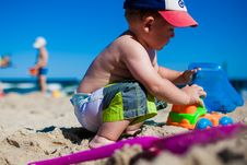 Free Young Boy Playing On Sandy Beach Royalty Free Stock Photos - 82959678