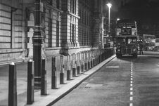 Free London Bus Stopped In Parking Bay Stock Photo - 82960100