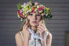 Free Young Girl Wearing Floral Head Dress Royalty Free Stock Photography - 82960107