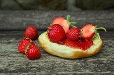 Free Strawberry Jam And Bread Royalty Free Stock Photos - 82960178