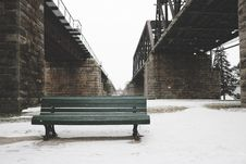 Free Park Bench In Snow Stock Images - 82960324