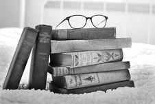 Free Eyeglasses On Books Royalty Free Stock Photos - 82960438