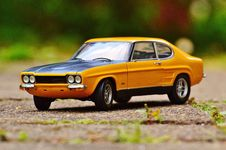 Free Yellow And Black Muscle Car In Tilt Shift Photography Stock Photography - 82960542