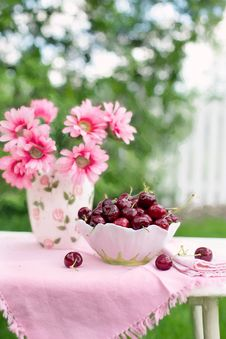 Free Pink Petaled Flower Beside White And Green Bowl Full Of Cherry Royalty Free Stock Image - 82960666