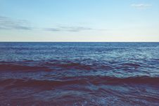 Free Waves On Water Royalty Free Stock Photography - 82960787
