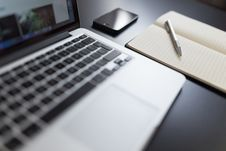 Free Laptop And Notepad Stock Photos - 82961133