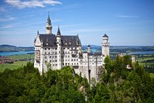 Free White And Gray Castle On Forest Stock Photo - 82962330